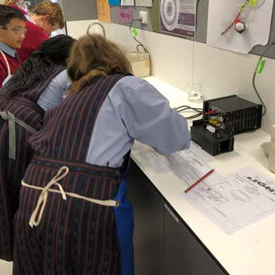 Year-5s-in-Science-labs-3